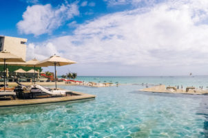 playa del carmen infinity pool