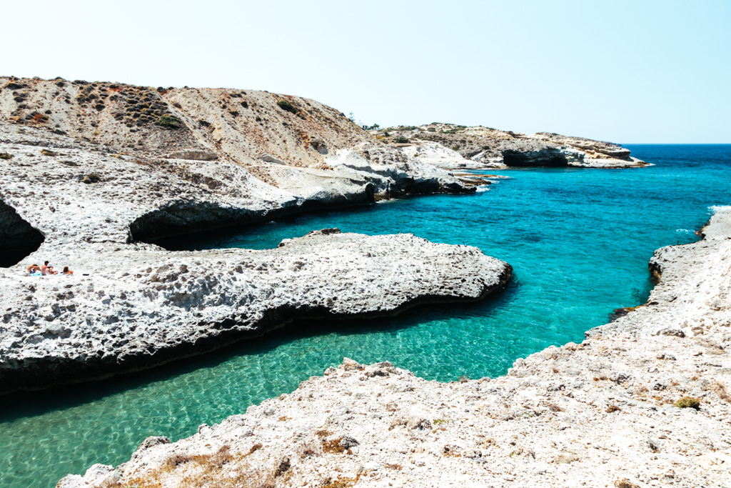 papafragas beach milos